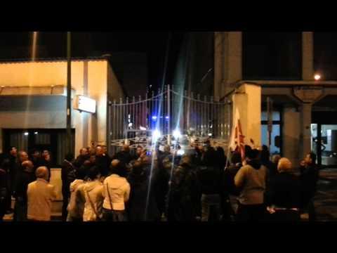 sit-in commissariato Niscemi, 22 aprile 2013